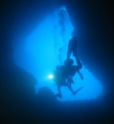 places to go cave diving